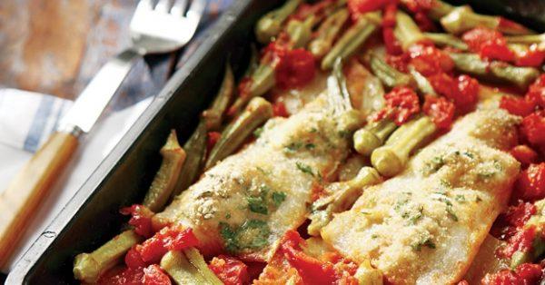ψάρι πλακί στο φούρνο με πατάτες και μπαμιες