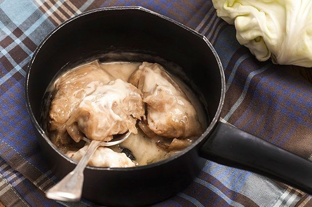 Λαχανοντολμάδες με αυγολέμονο και κρέμα