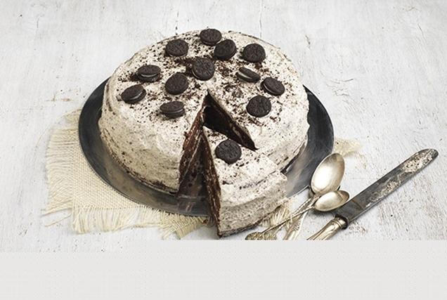 Σοκολατένια τούρτα γενεθλίων με μπισκότο
