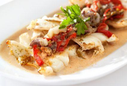 Σουπιά στο φούρνο με πιπεριές-featured_image