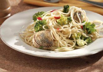 Σπαγγέτι με κυδώνια από την Αργυρώ Μπαρμπαρίγου   Ένα νηστίσιμο πιάτο που μυρίζει θάλασσα και καλοκαίρι.