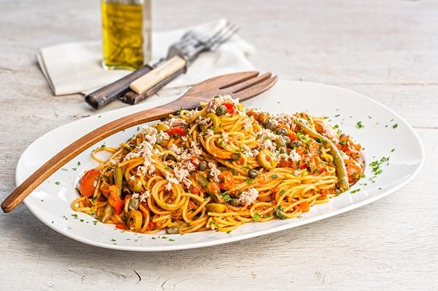 Μακαρόνια με τόνο και κόκκινη σάλτσα