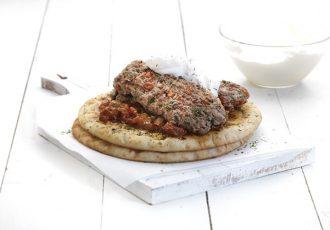 Κεμπάπ γιαουρτλού, με τέλεια σάλτσα εζμέ-featured_image