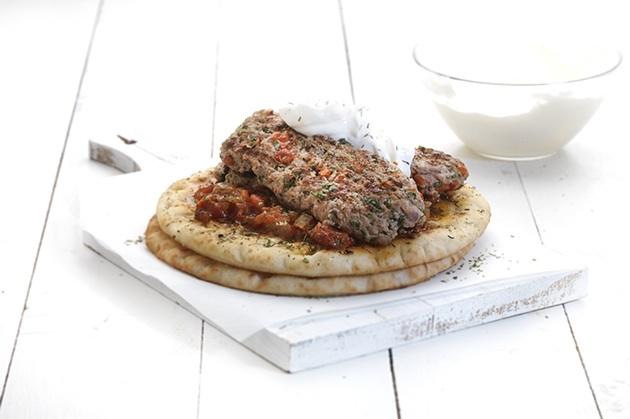 Κεμπάπ γιαουρτλού, με τέλεια σάλτσα εζμέ της Αργυρώς