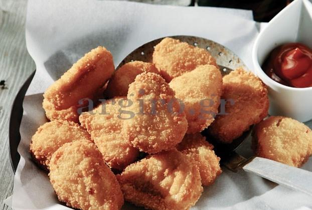 Τραγανές κοτομπουκιές με εύκολη σως γιαούρτι και σαλάτα