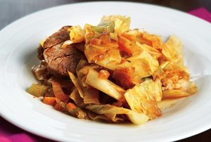 Χοιρινό με λάχανο γιαχνί-featured_image