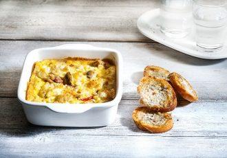 ομελέτα φούρνου με πατάτες και λουκάνικο στο φουρνο