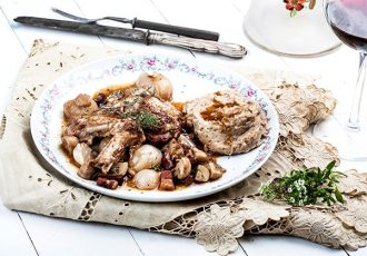κρασάτο κοτόπουλο στην κατσαρόλα coq au vin κοκ ο βεν συνταγη