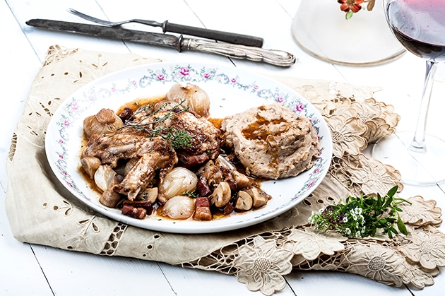 Χριστουγεννιάτικο κοτόπουλο αλά Γαλλικά (Coq au vin)
