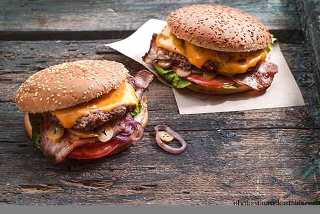 Ζουμερό cheeseburger-featured_image