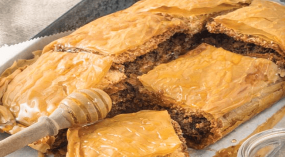 παραδοσιακή νηστίσιμη ταχινόπιτα με φύλλο κρούστας