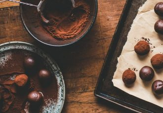 απλές τρούφες σοκολάτας με κακαο βελούδινες