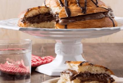 Γεμιστό τσουρέκι με σοκολάτα και πραλίνα-featured_image