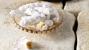 παριανα αμυγδαλωτά με ζάχαρη άχνη και ανθονερο γλυκα κουλουρακια μπισκοτα κερασματα κερασμα συνταγη συνταγες αργυρω μπαρμπαριγου argiro argyro