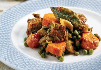 μοσχάρι κατσαρόλας με καρότα και αρακά