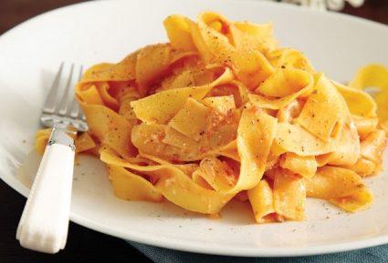 Παπαρδέλες µε σάλτσα ντομάτας και ανθότυρο-featured_image
