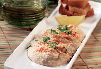Ρεβυθοσαλάτα με ταχίνι και τραγανές πίτες-featured_image