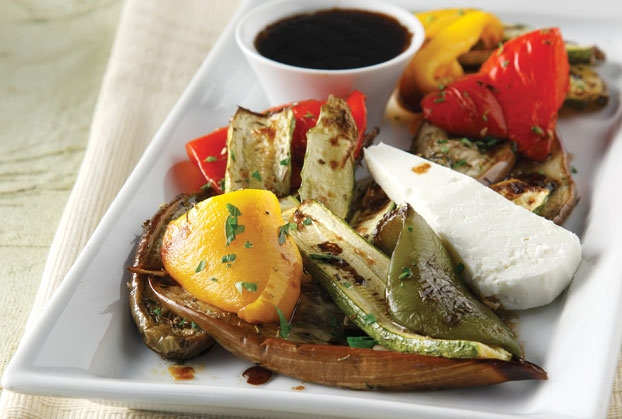 Σαλάτα ψητών λαχανικών µε μανούρι
