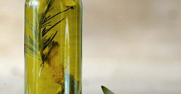 αρωματικό λαδι δενδρολιβανου ελαιόλαδο αρωματισμένο δεντρολιβανο παρασκευη αργυρω