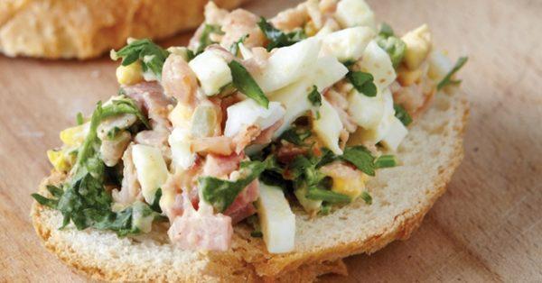 αυγοσαλάτα για σάντουιτς με μπεικον μουσταρδα και μαγιονεζα συνταγη