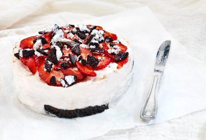 Εύκολο γλυκό με μπισκότα και φράουλες-featured_image