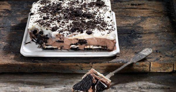 γλυκό ψυγείου με γεμιστά μπισκότα ορεο