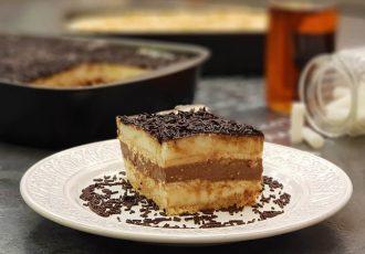 ευκολο γλυκό ψυγείου κλασικο με κρεμα βανιλια σοκολατα και μπισκοτα συνταγη αργυρω