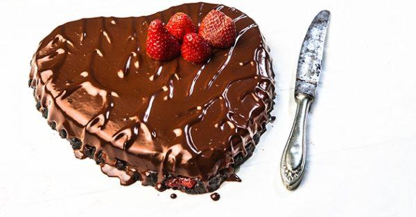 τούρτα καρδιά με σοκολάτα γλυκά αγιου βαλεντινου