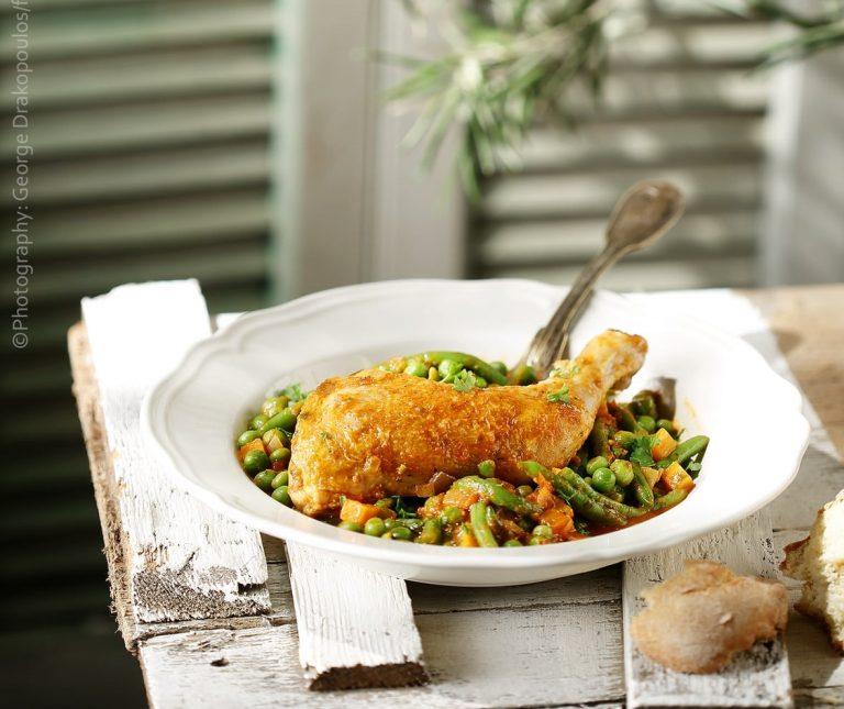 Κοτόπουλο με φασολάκια και αρακά