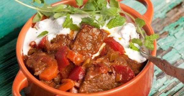 μοσχάρι κατσαρόλας με λαχανικά και γιαουρτι συνταγη