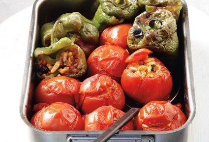 Πιπεριές και ντομάτες γεμιστές με ρύζι-featured_image