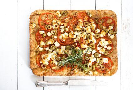 Ντοματόπιτα με τυρένιο φύλλο μυρωδικών-featured_image
