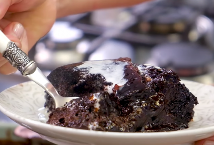 Σοκολατόπιτα με σιρόπι στην κατσαρόλα-featured_image