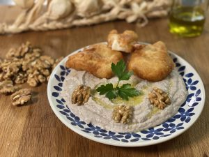 Σκορδαλιά με ψωμί και καρύδια-featured_image