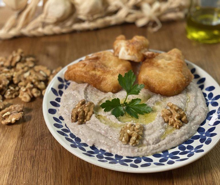 Σκορδαλιά με ψωμί και καρύδια