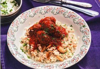 σουτζουκάκια στο φούρνο με ρύζι φούρνου