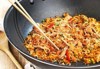ρύζι στο τηγάνι με αυγό και λαχανικά συνταγή με κρέας που περίσσεψε αργυρω