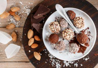 τρουφάκια σοκολάτας με αμύγδαλο συνταγη γλυκα κερασματα