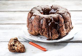 Θεϊκό κέικ-τσουρέκι με καραμέλα κανέλας, σοκολάτα & κράνμπερι-featured_image