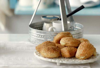 Τραγανά τυροπιτάκια με γιαούρτι-featured_image