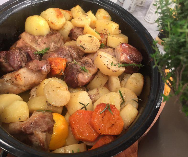 Μαριναρισμένο χοιρινό στη γάστρα με εσπεριδοειδή και πατάτες