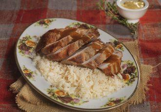 ρολο χοιρινό με μουστάρδα και γιαούρτι σάλτσα μουσταρδας στο φούρνο στη γαστρα συνταγη αργυρω