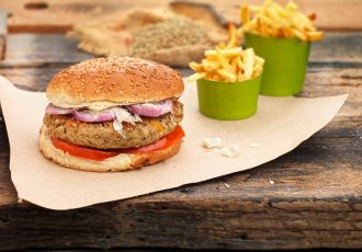 vegan burger μπέργκερ με νηστισιμο μπιφτέκι λαχανικών
