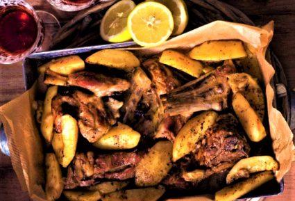 Κατσικάκι λεμονάτο με πατάτες στη γάστρα-featured_image