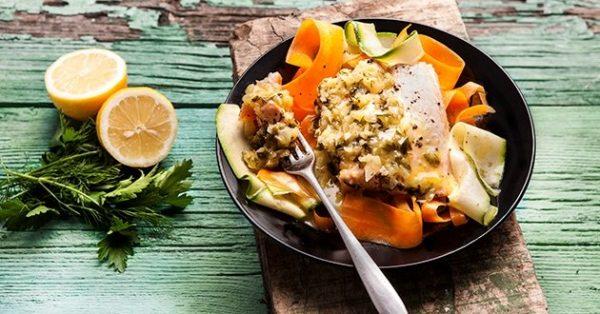 σολομός σοτέ στο τηγάνι με λαχανικα
