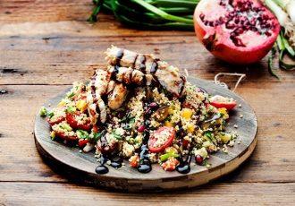 σαλάτα με κοτόπουλο και ψητά λαχανικά