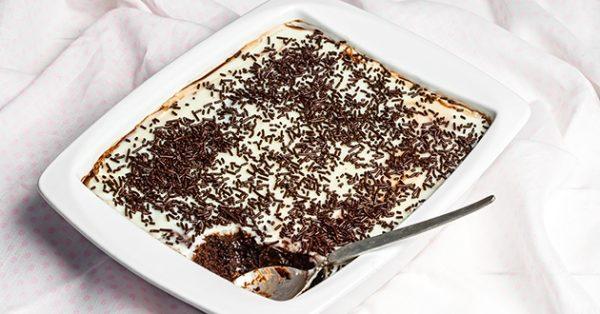 γλυκό ψυγείου με μπίτερ και λευκή σοκολάτα