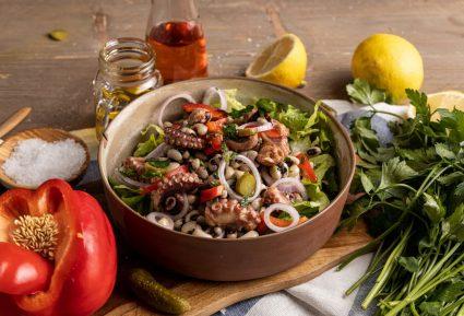 Χταπόδι σαλάτα με μαυρομάτικα-featured_image