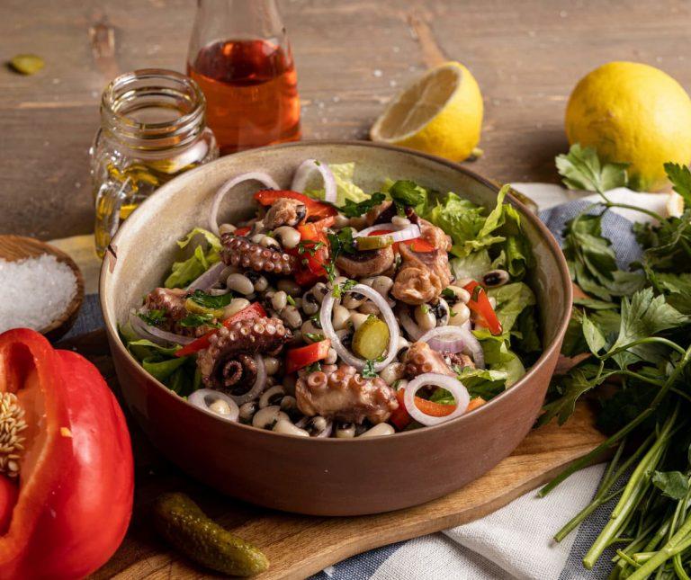 Χταπόδι σαλάτα με μαυρομάτικα