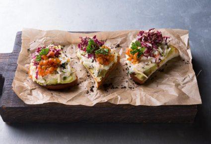 Καβουροσαλάτα σε φρυγανισμένο ψωμί-featured_image